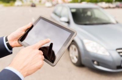 samochod-i-tablet