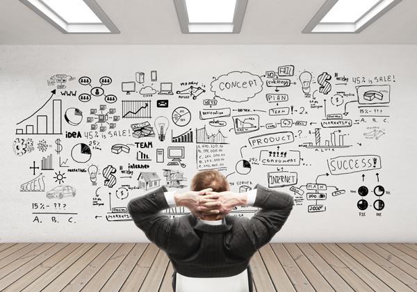 mezczyzna-myslacy-nad-strategia