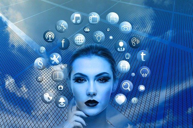 twarzy kobety i ikony social media